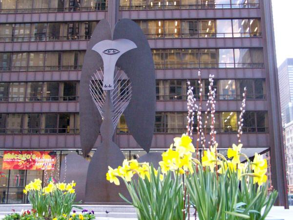 Bezimyannaya skulptura Pikasso v Chikago