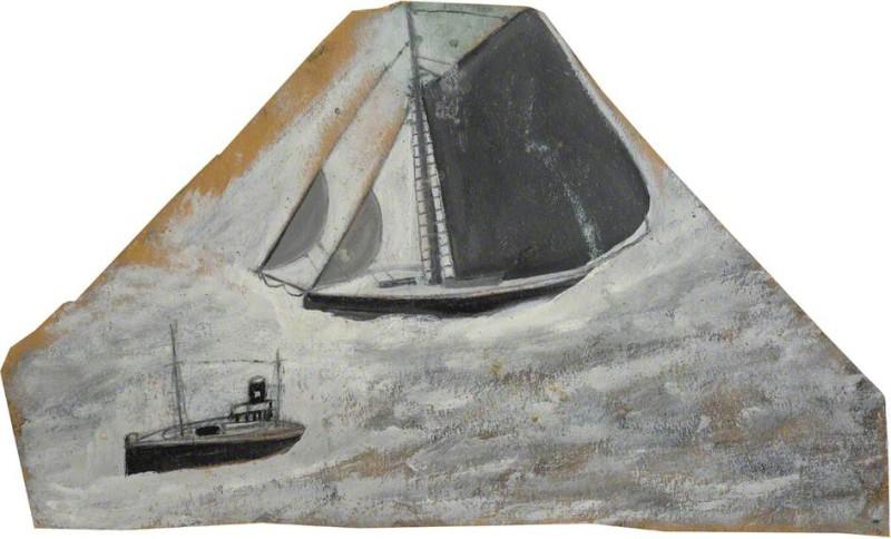 Серое рыбацкое судно и маленькая лодка